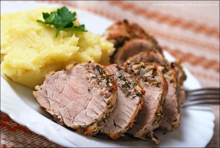 Свинина с розмарином и чесноком