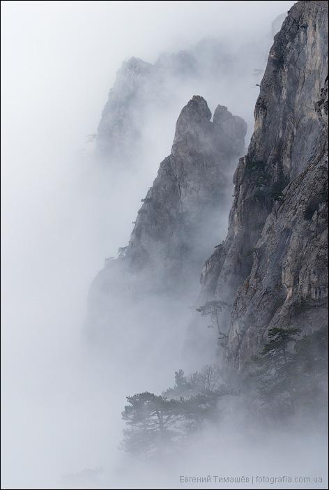 Скалы Ай-Петри в облаках