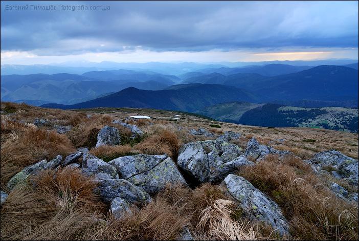 Карпаты, вид со склона горы Гутин Томнатик