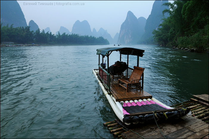 Бамбуковый плот, река Ли, Ксинпинг, Гуйлинь, Китай
