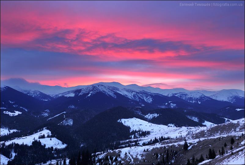 Красочный закат в Карпатах