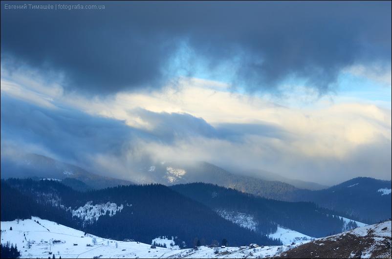 Облачный рассвет в Карпатах