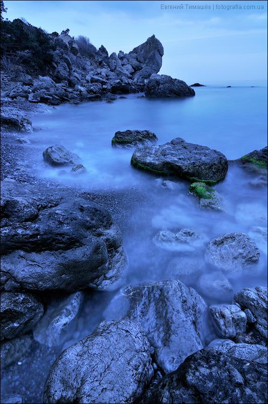 Сумерки в бухте Нового света в Крыму