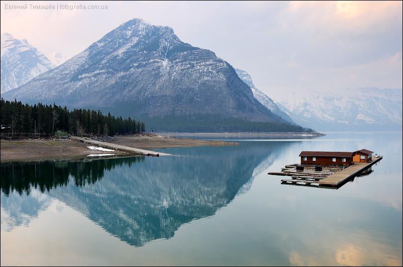 Озеро Минневанка (Minnewanka), Канада, Скалистые горы (Rocky Mountains), национальный парк Банф (Banff)