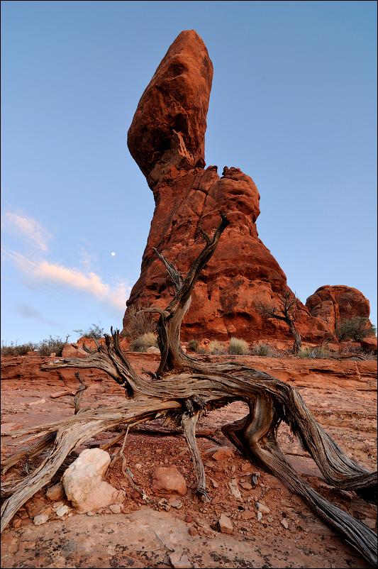 Балансирующая скала (Balanced Rock), США