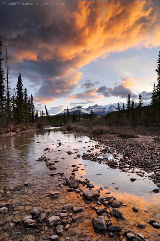 Закат на реке Северный Саскачеван (North Saskatchewan River), Канада