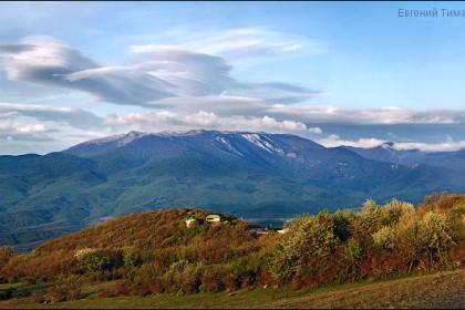 Чечевицеобразные облака над Чатыр-Дагом